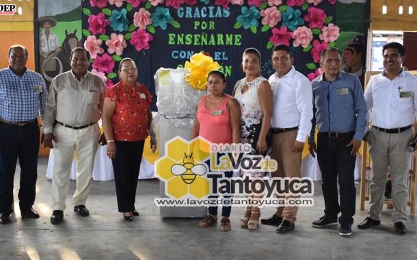 Ayuntamiento de Ixcatepec celebra el Día del Maestro