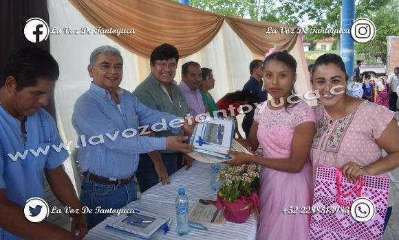 Alcalde apadrina generación de alumnos en Palo Solo Chopopo   LVDT