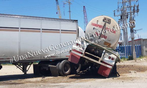 Chocan tráilers en Pueblo Viejo; solo daños materiales   LVDT
