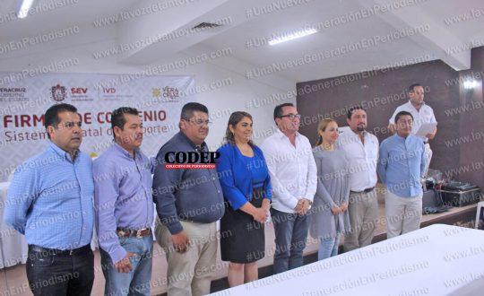 Firma alcalde de Chicontepec convenio con el Instituto Veracruzano del Deporte | LVDT