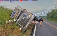 Vuelca camión de Bachoco en Tempoal