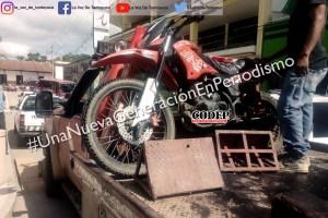 Asegura Tránsito Municipal motocicleta mal estacionada | LVDT