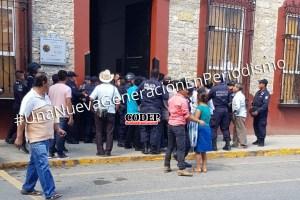 Campesinos intentaron retener a funcionario municipal   LVDT