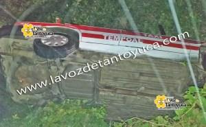 Abandonan taxi tras volcadura   LVDT