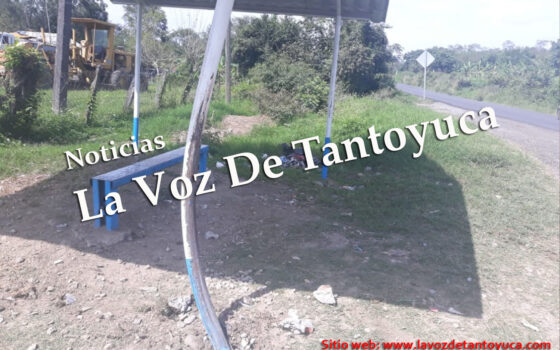 Dormita al volante y se impacta contra parada de autobuses, en Tantoyuca | LVDT