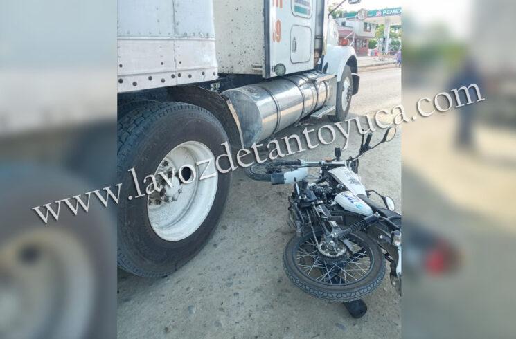 Trailero impacta moto-patrulla en filtro sanitizante; solo daños materiales | LVDT