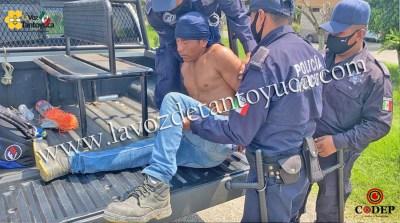 Detienen a hombre por caminar a media carretera, en Tantoyuca | LVDT