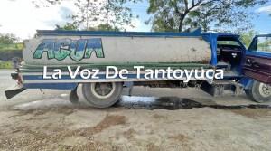 Pipa de agua a punto de volcar tras falla mecánica, en Tantoyuca | LVDT