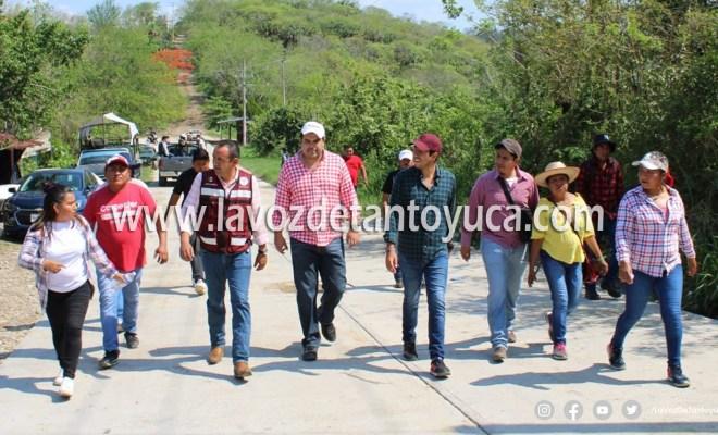Recorre Roberto San Román zonas afectadas tras fuerte ventarrón, en Tantoyuca | LVDT