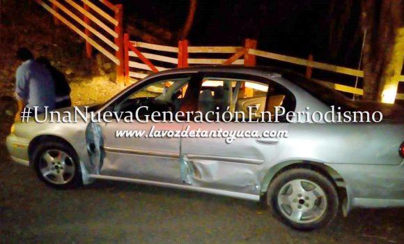 Camioneta golpea auto y lo saca de la carretera; 3 lesionados | LVDT