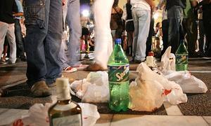 Denuncian que 70 estudiantes hacen botellón en una finca de la calle Sagasta