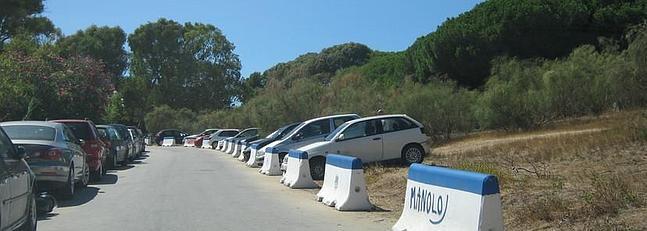 Casi 60 multas en siete días por aparcar ilegalmente en el Pinar de Mochicle