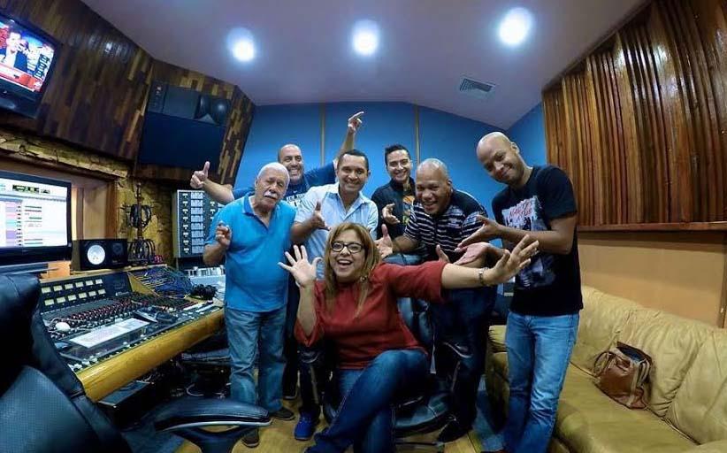 CARMENCITA DJ Y SU SALSAMANIA
