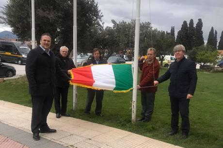 «Η ιταλική σημαία στο Δημαρχείο Σαρωνικού – Συμπαράσταση και αλληλεγγύη στον ιταλικό λαό»