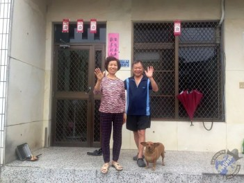 張秀雲 y su marido despidiéndome