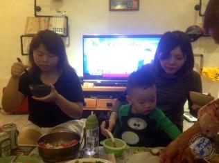 Más amigas durante la cena
