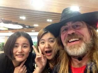 Con Rocío y Leticia en el aeropuerto