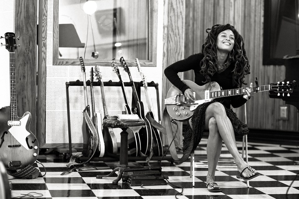 Valerie June plays the Narrows Center on June 8, 2016