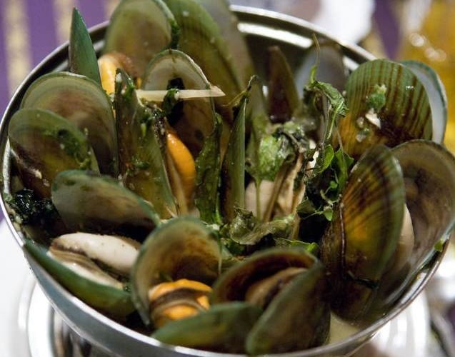 Green Curry Mussels at Jitlada; Credit: Anne Fishbein