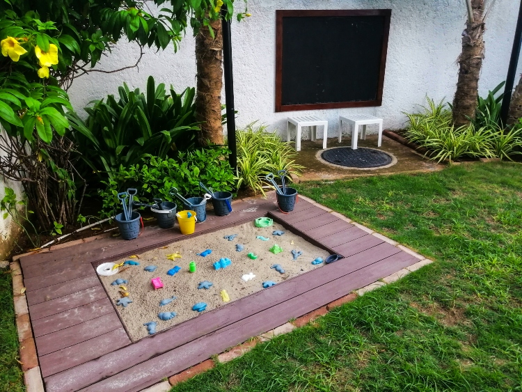 how to landscape a small side yard