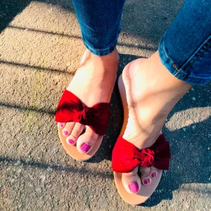 Laydeez Velvet Bow Sliders in Hot Red
