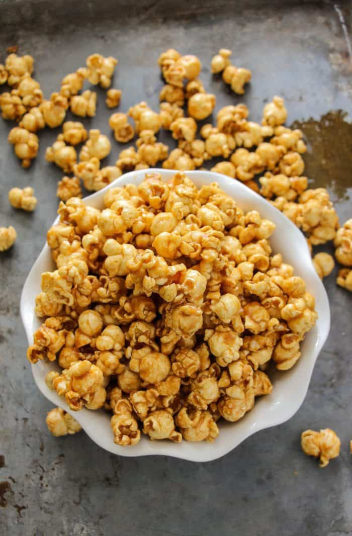 easy 10 minute microwave caramel corn best ever