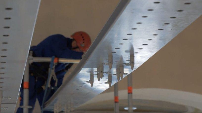 Assembling Layher Aluminium FlexBeams for church ceiling restoration