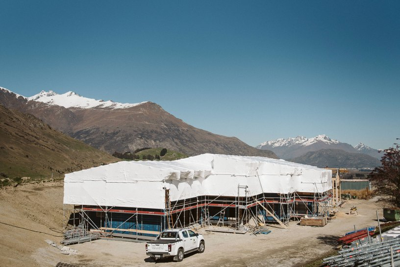 FallProof used Layher Allround Scaffolding and Layher 750 Aluminium Beams on this residential build in Queenstown