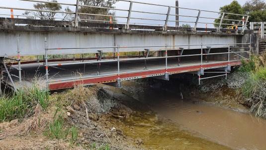 No trip hazard on suspended under bridge scaffold