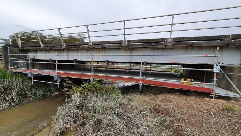 no-trip-hazard-suspended-scaffold-under-bridge