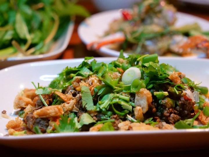 Laap Muu Khua del Chef Andy Ricker en el evento Round Tables