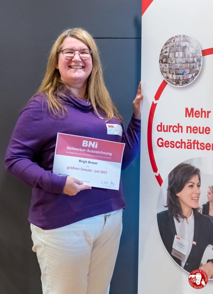 Birgit Braun mit Auszeichung im BNI-Chapter Trollinger Heilbronn