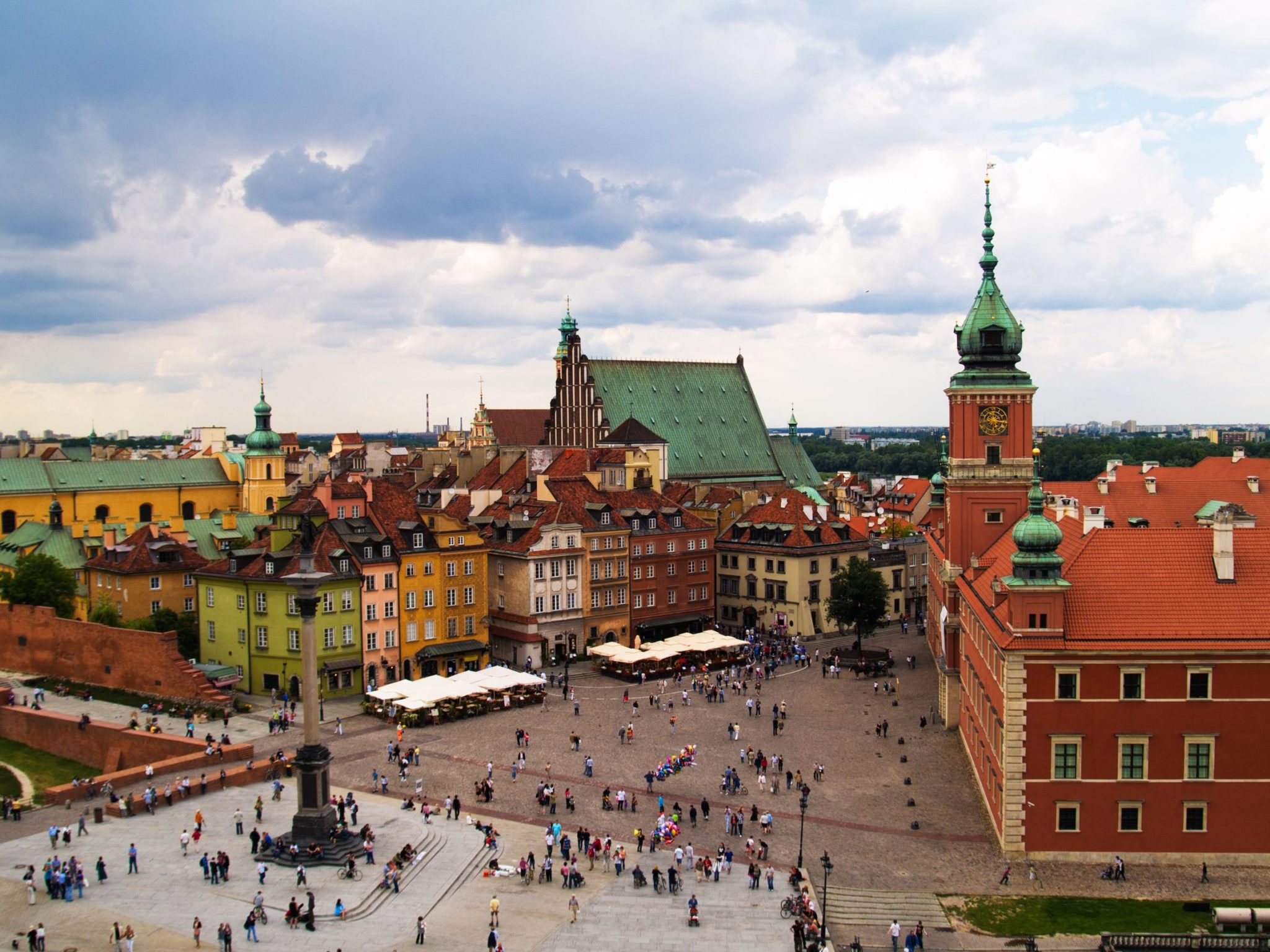 https://i2.wp.com/www.layoverguide.com/wp-content/uploads/2010/01/Old-Town-Square-Warsaw-Poland.jpg