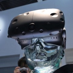 HTC Vive sells strong as pre-orders open