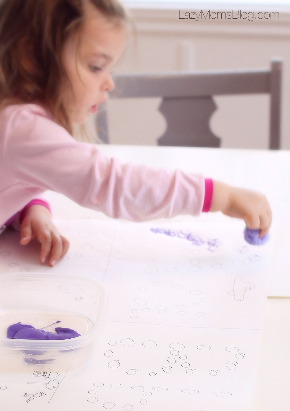 Montessori homeschool: training letters using different materials, like paintbrush or pompoms, teaches letter recognition and shape without being overwhelming for a preschooler.