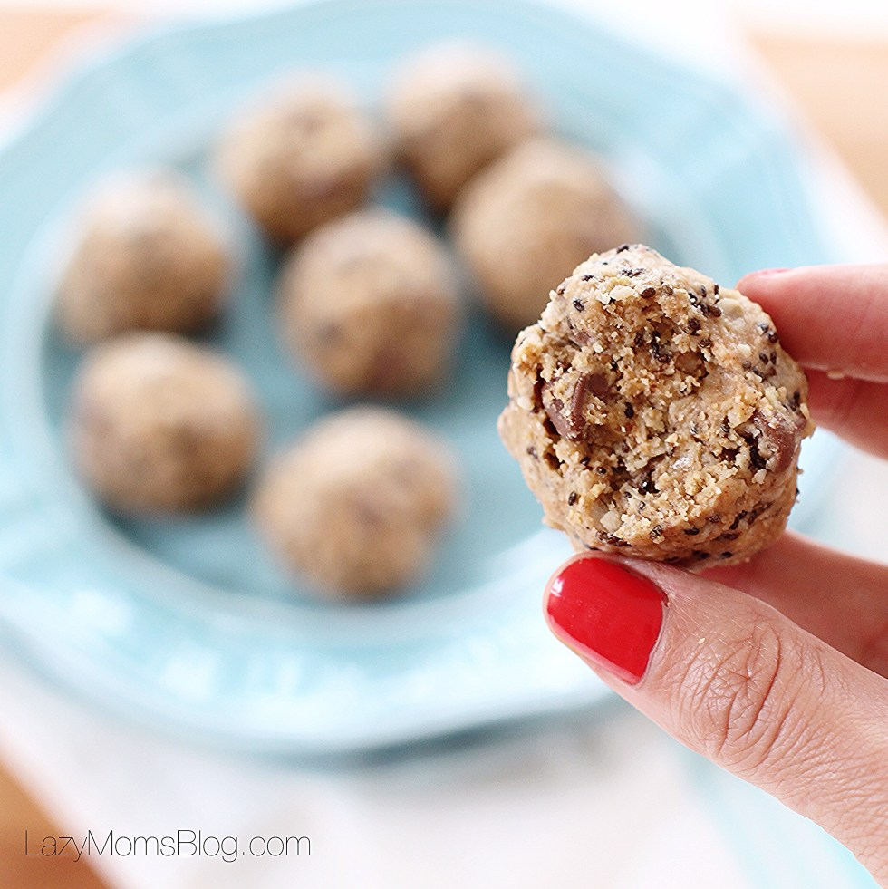 The best  chocolate peanut healthy energy balls out there!