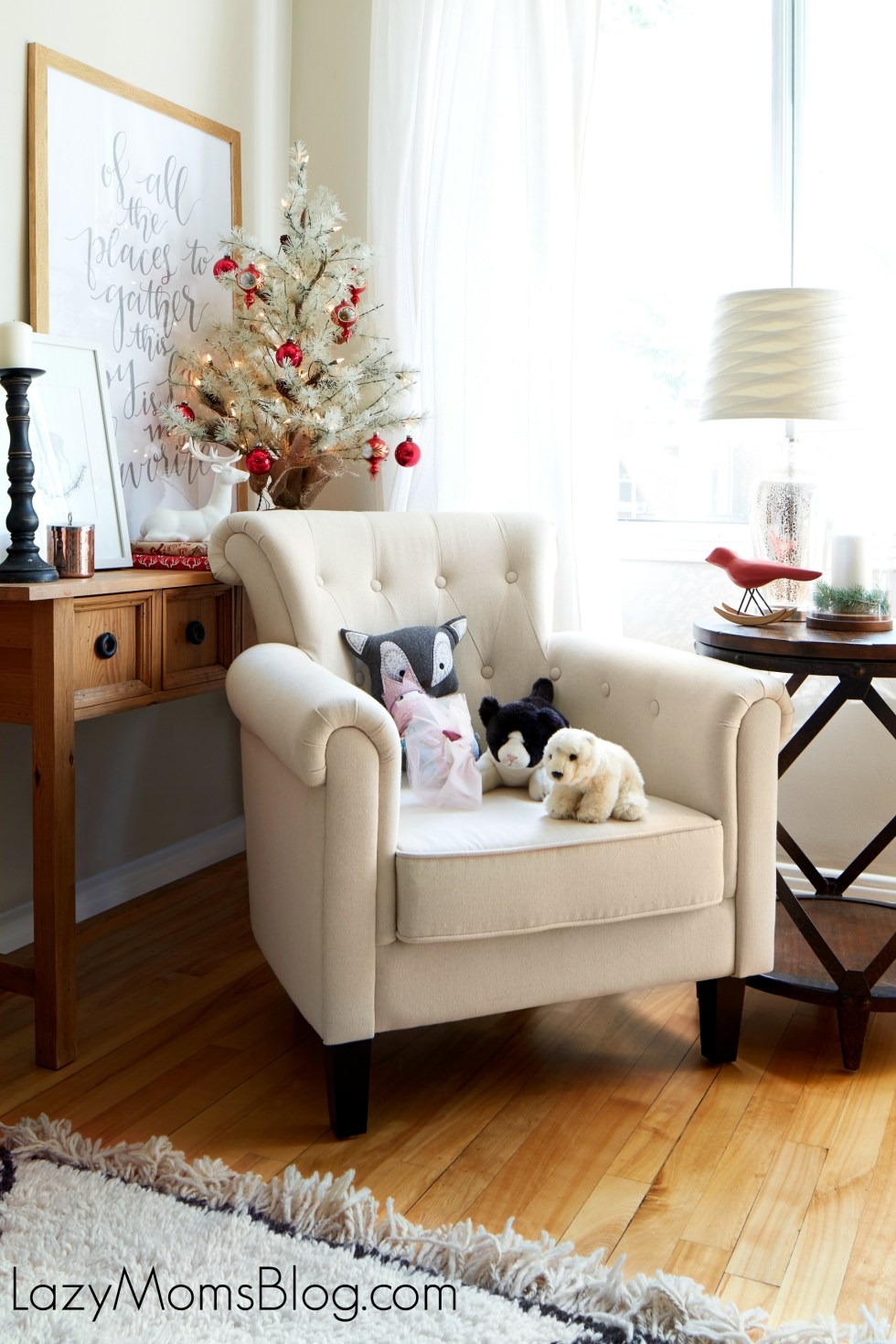 Simple ideas for Christmas living room decorating