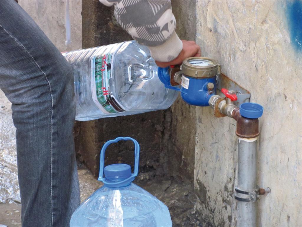 اكتسبت معضلة المياه في لبنان أهمية كبرى نظراً الى محدودية هذا المورد
