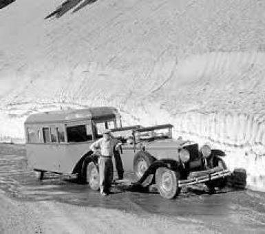 Car_snowbank