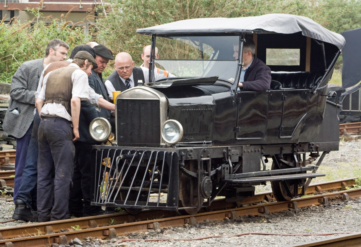 Rail-mounted Model T Ford
