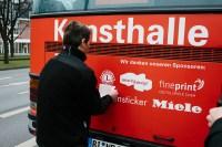 Der rote Bus mit Lions-Logo...