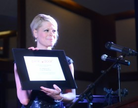 Cortney Cole Hall presenting Houston Methodist's Dr. Sherry Lim with an Award from Pink Door