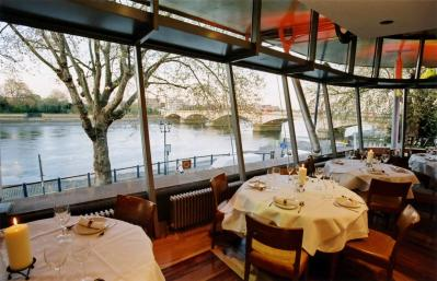 Watch the Oxford vs Cambridge boat race in style at Thai Square Putney Bridge 18