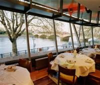 Watch the Oxford vs Cambridge boat race in style at Thai Square Putney Bridge 104