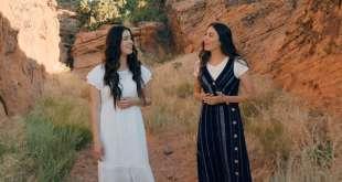Watch Beautiful Mashup of The Prayer & Savior, Redeemer of My Soul