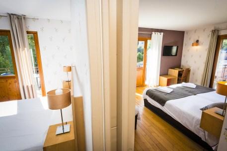 Vue sur les deux chambres communicante de l'hôtel le Chalet à Ax les Thermes