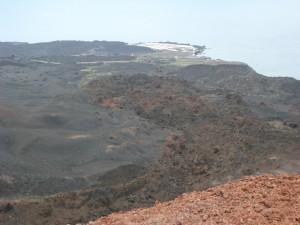 Une coulée de lave du Ténéguia se dirigeant vers l'Atlantique.