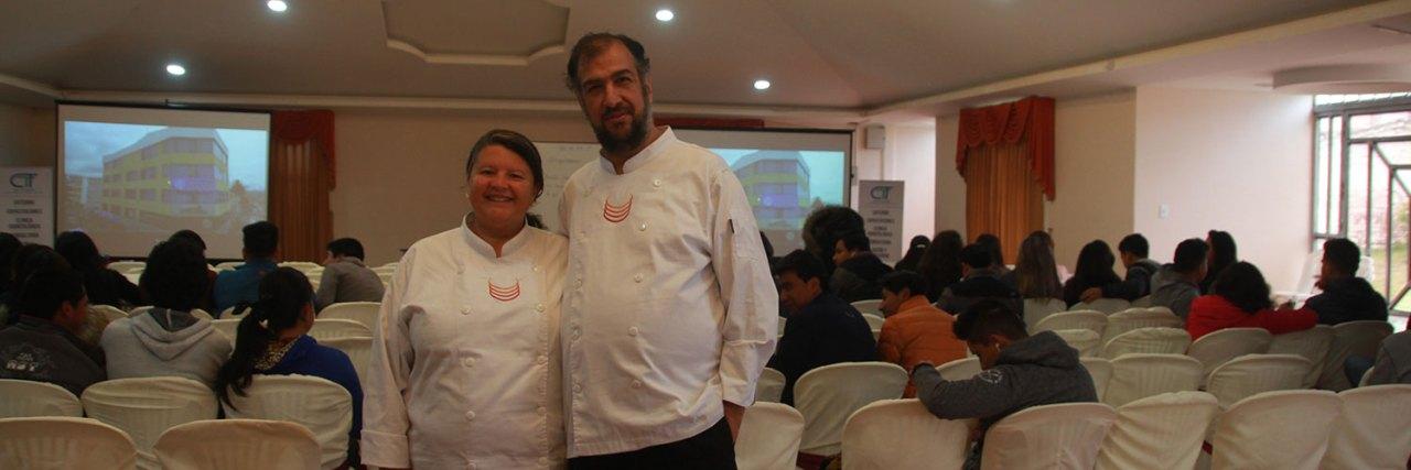 Marell y Rodrigo en una conferencia