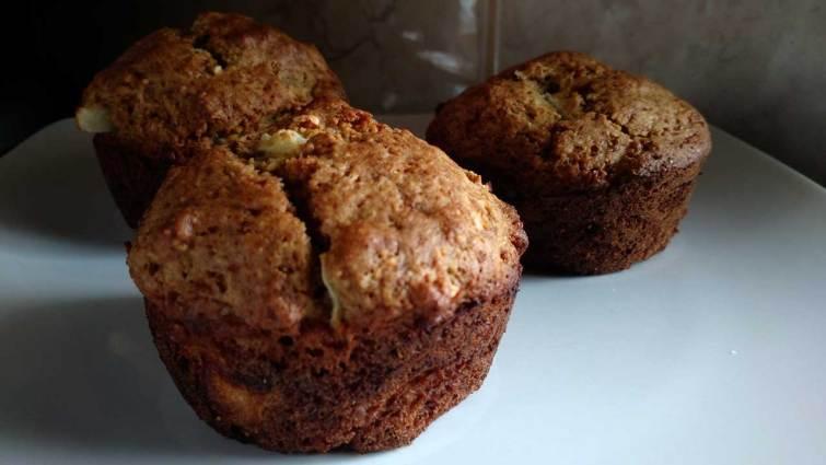 Muffins de masa madre con manzana y canela