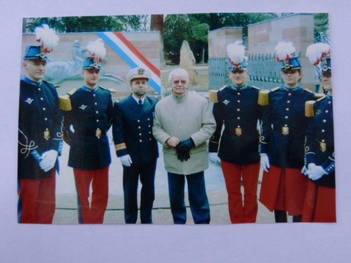 Ecole de St Cyr, Guy Naudo, à sa droite le docteur Vaucourt, médecin Colonel associé.